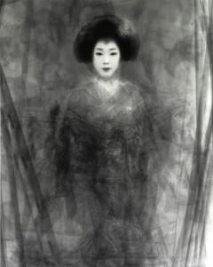 春の「京おどり」で舞う芸妓さん・舞妓さん30人を重ねた肖像  京都府, 2003